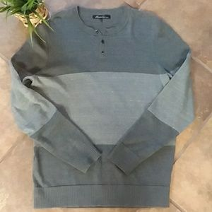 Kenneth Cole gray 3 button crew sweater Lg EUC